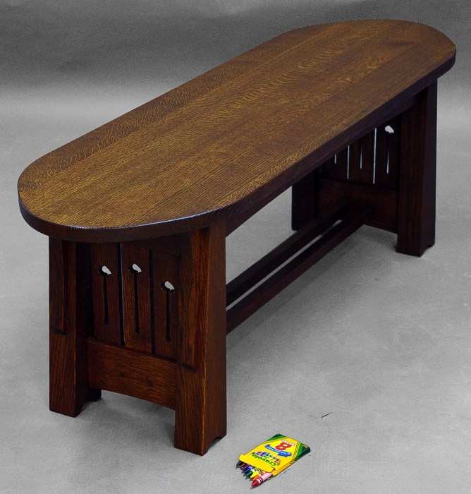 Sale item 737 for Dressing a coffee table